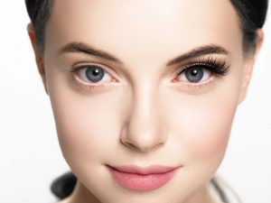 Beauty time the different of having eyelash extensions and don't