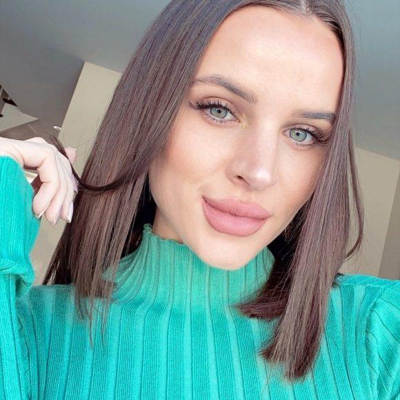 Beautytime client eyelash extension selfie