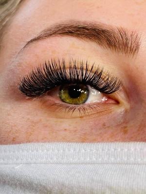 closeup lashes