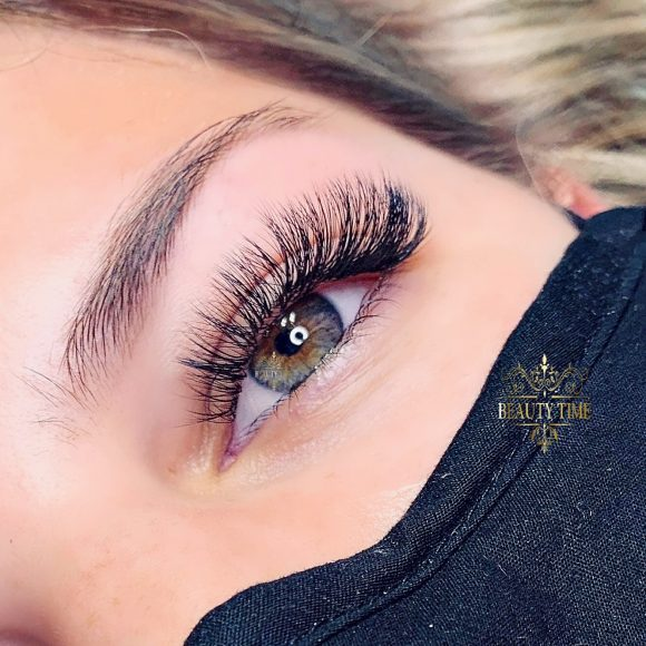 Classic hybrid lash extensions Beauty Time Barrhaven